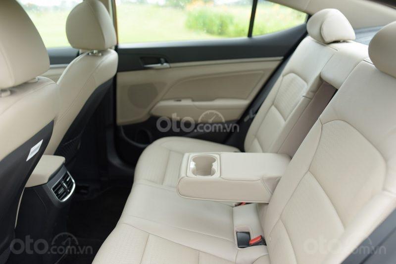 Hàng ghế sau của Hyundai Accent 2019 1