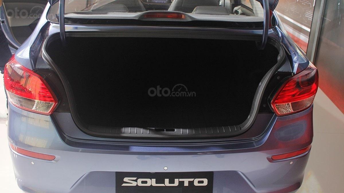 Không gian nội thất của Kia Soluto vẫn đủ rộng rãi dù kích thước bé hơn đối thủ a1