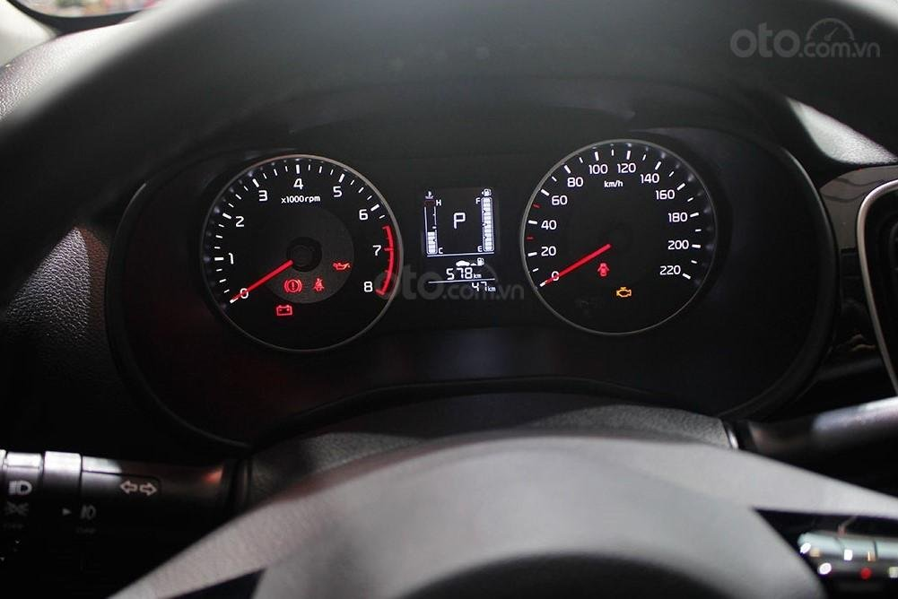 Thiết kế đồng hồ lái của Kia Soluto 2019 1