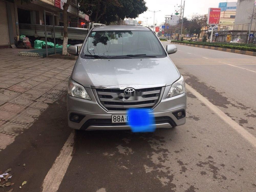 Cần bán lại xe Toyota Innova đời 2015, màu bạc (1)