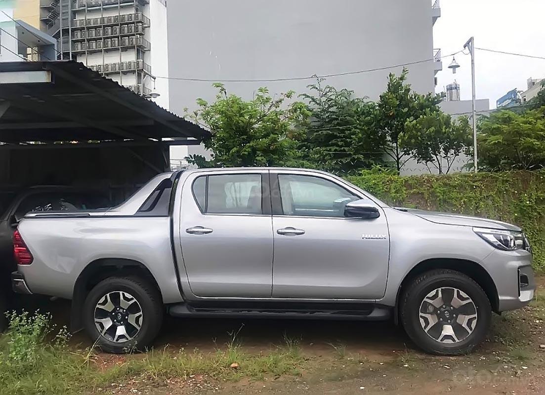 Bán Toyota Hilux 2.8G 4x4 AT năm sản xuất 2019, màu bạc, nhập khẩu  (5)