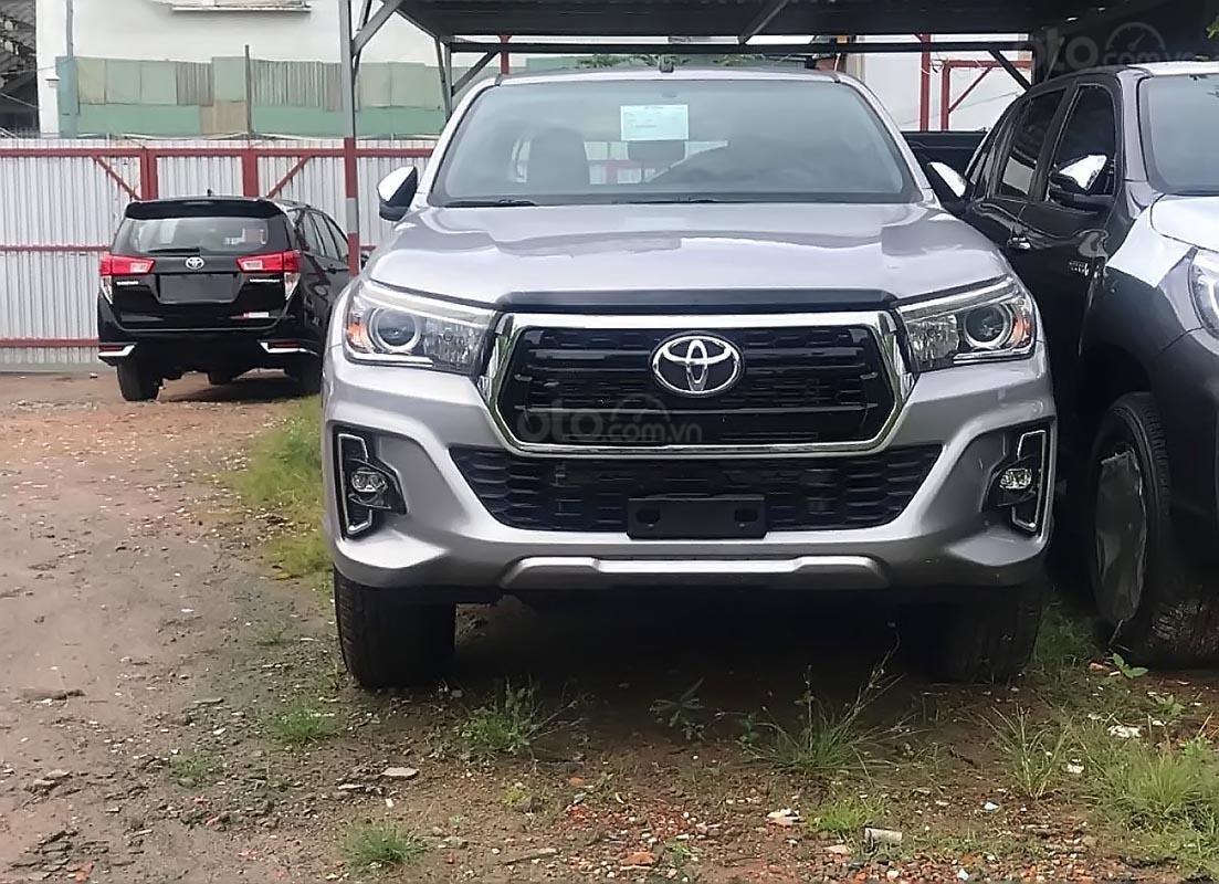 Bán Toyota Hilux 2.8G 4x4 AT năm sản xuất 2019, màu bạc, nhập khẩu  (3)