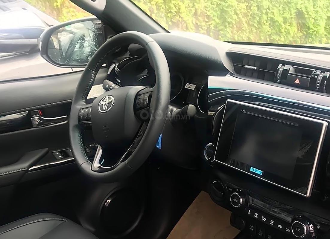 Bán Toyota Hilux 2.8G 4x4 AT năm sản xuất 2019, màu bạc, nhập khẩu  (2)