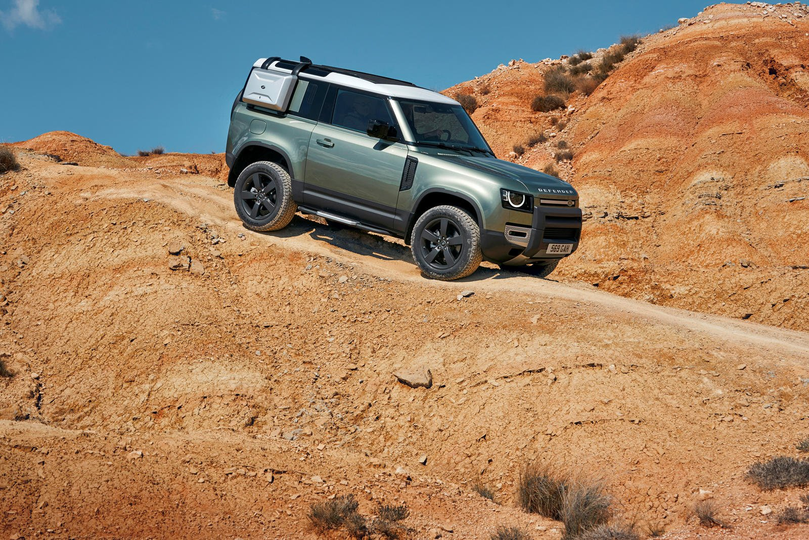Land Rover Defender 2020 xuống dốc