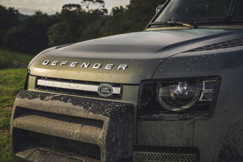 Đầu xe Land Rover Defender 2020