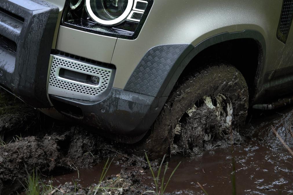 Cản dưới xe Land Rover Defender 2020