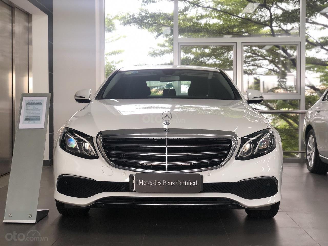 Bán Mercedes-Benz E200 2019 cũ, chính hãng, đi 50 km (1)