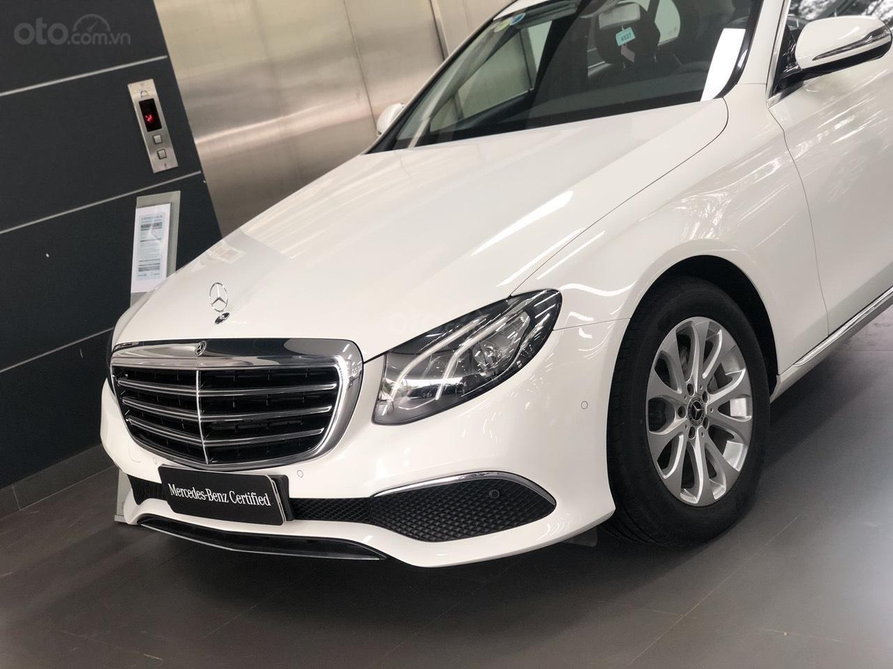 Bán Mercedes-Benz E200 2019 cũ, chính hãng, đi 50 km (2)