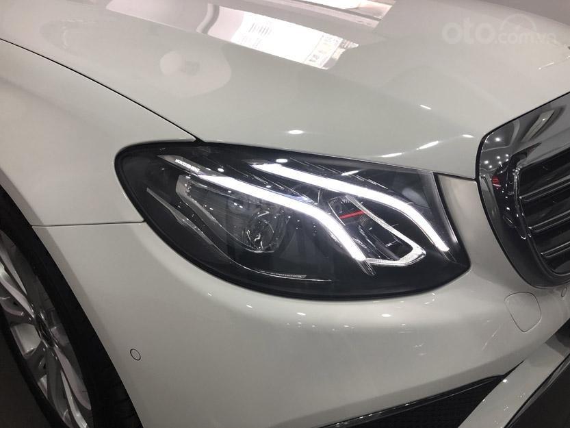 Bán Mercedes-Benz E200 2019 cũ, chính hãng, đi 50 km (4)