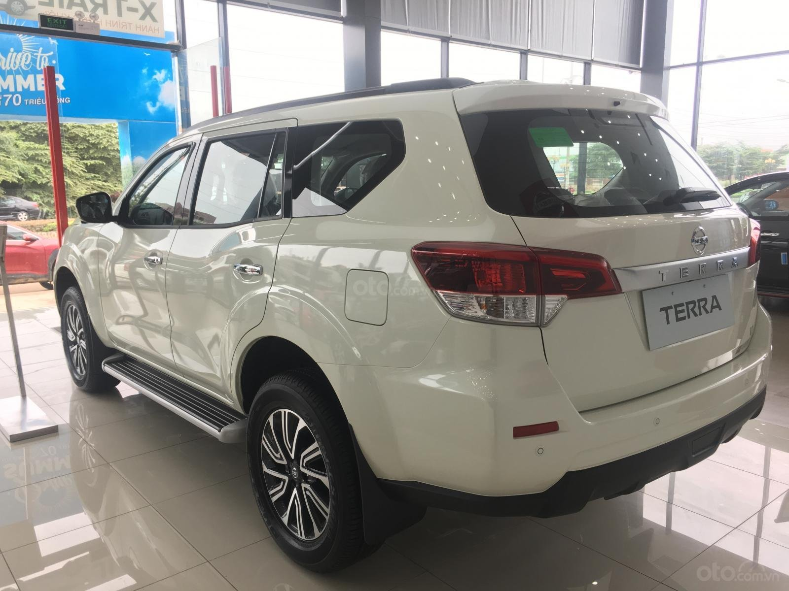 Xe Nissan Terra V 2.5 AT 4WD - có xe giao ngay (8)