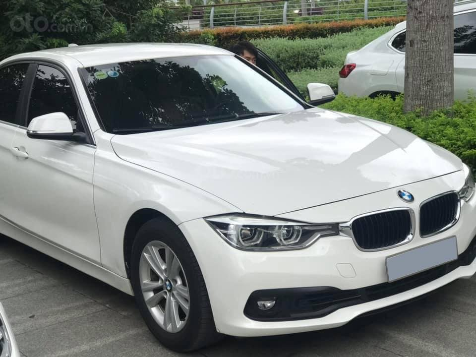 Chính chủ bán ô tô BMW 3 Series 320i sản xuất 2016, màu trắng, xe nhập, giá tốt (1)