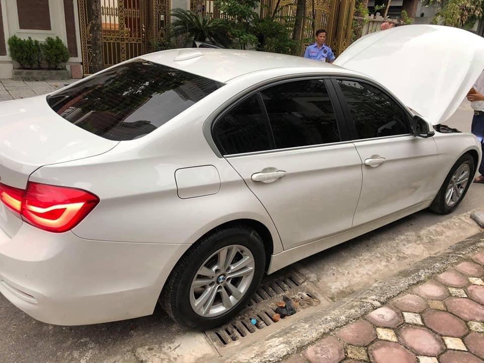 Chính chủ bán ô tô BMW 3 Series 320i sản xuất 2016, màu trắng, xe nhập, giá tốt (2)