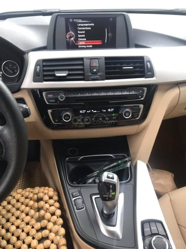 Chính chủ bán ô tô BMW 3 Series 320i sản xuất 2016, màu trắng, xe nhập, giá tốt (5)