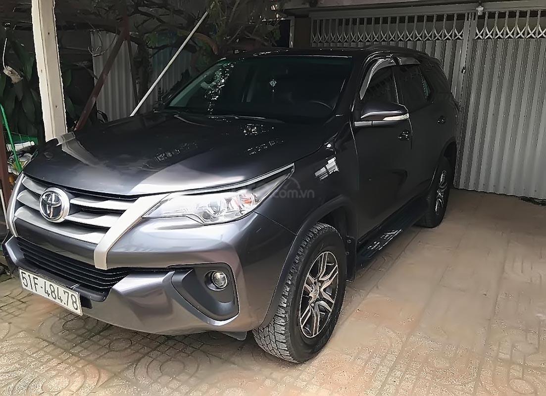 Cần bán gấp Toyota Fortuner sản xuất năm 2017, màu xám, nhập khẩu nguyên chiếc xe gia đình (1)