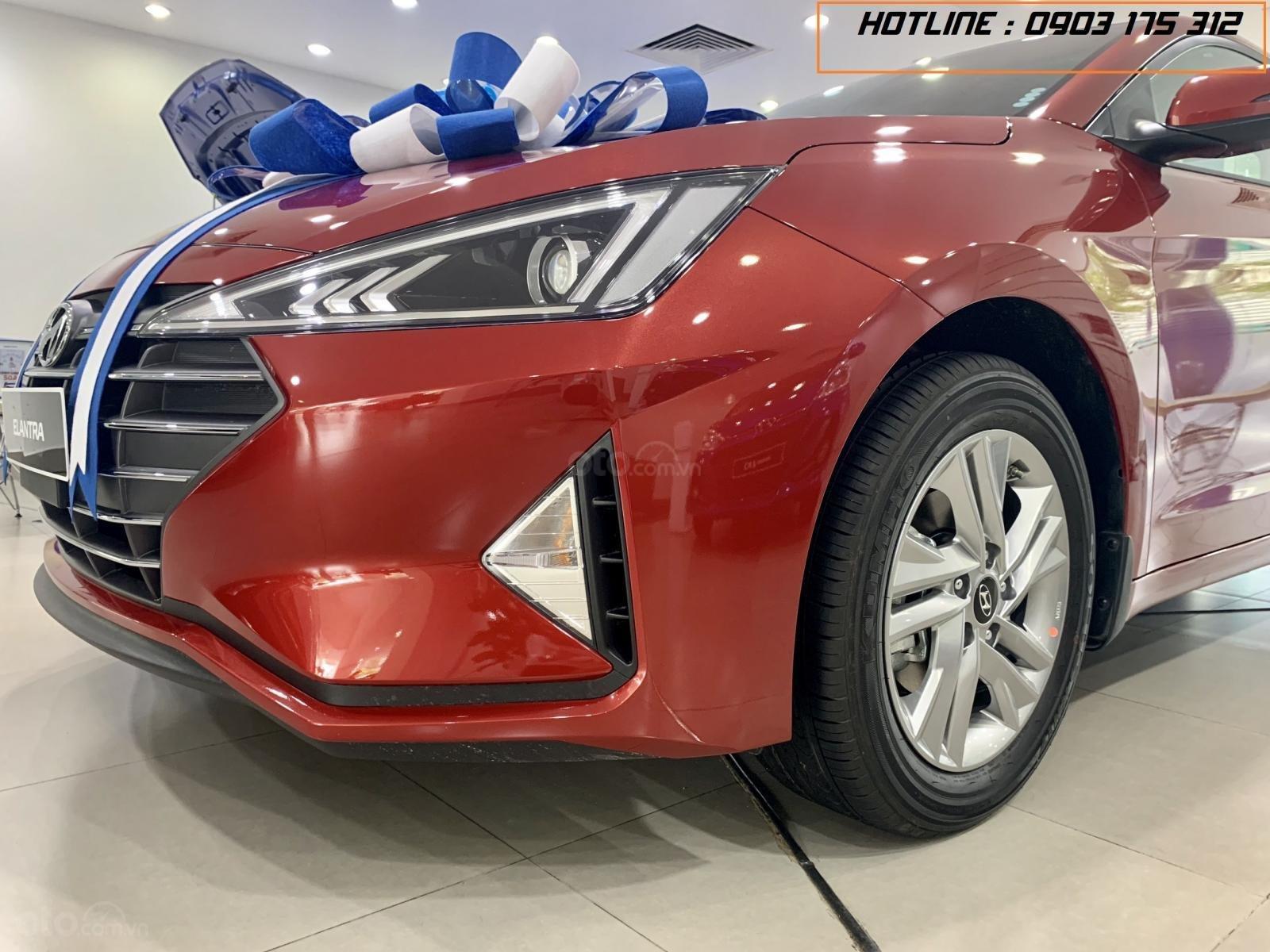 Hyundai Elantra xe sẵn giao ngay, giá giảm sâu, tặng thêm nhiều quà tặng giá trị. Lh: 0977 139 312 (3)