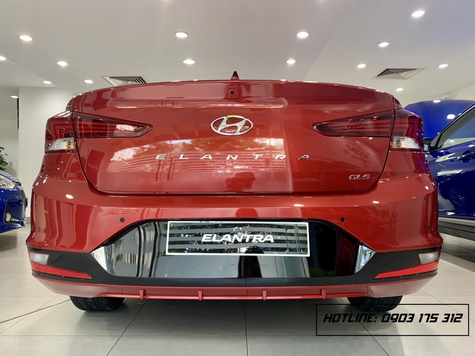 Hyundai Elantra xe sẵn giao ngay, giá giảm sâu, tặng thêm nhiều quà tặng giá trị. Lh: 0977 139 312 (4)