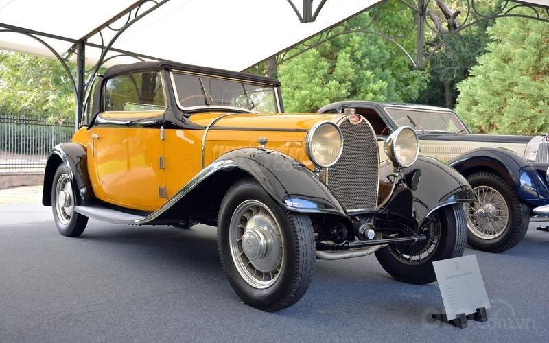 Bugatti Type 49 Touring (năm 1931).