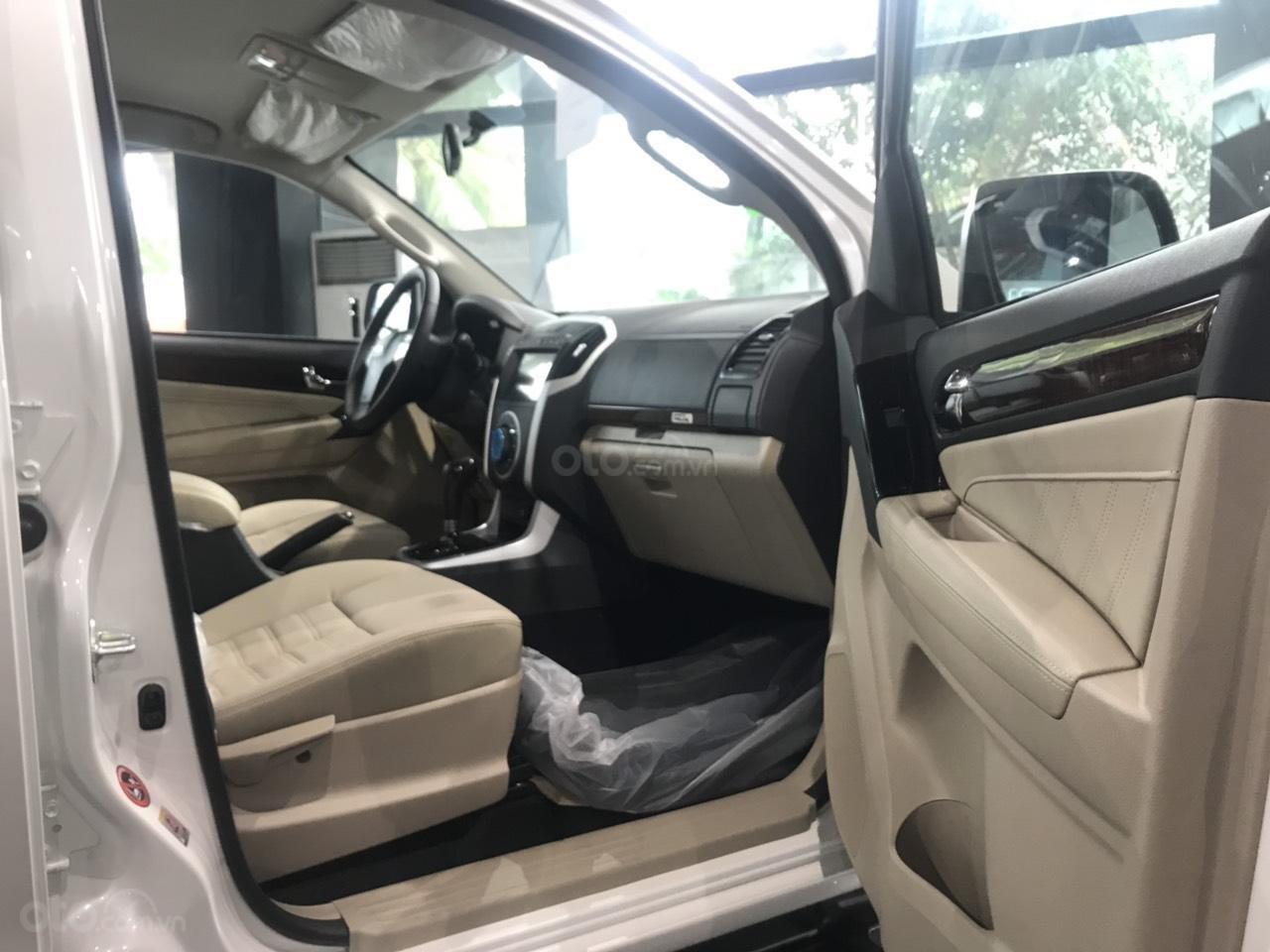 Bán xe Isuzu MuX 2019, xe mới 100%, tặng cánh lướt gió, hỗ trợ trả góp (2)