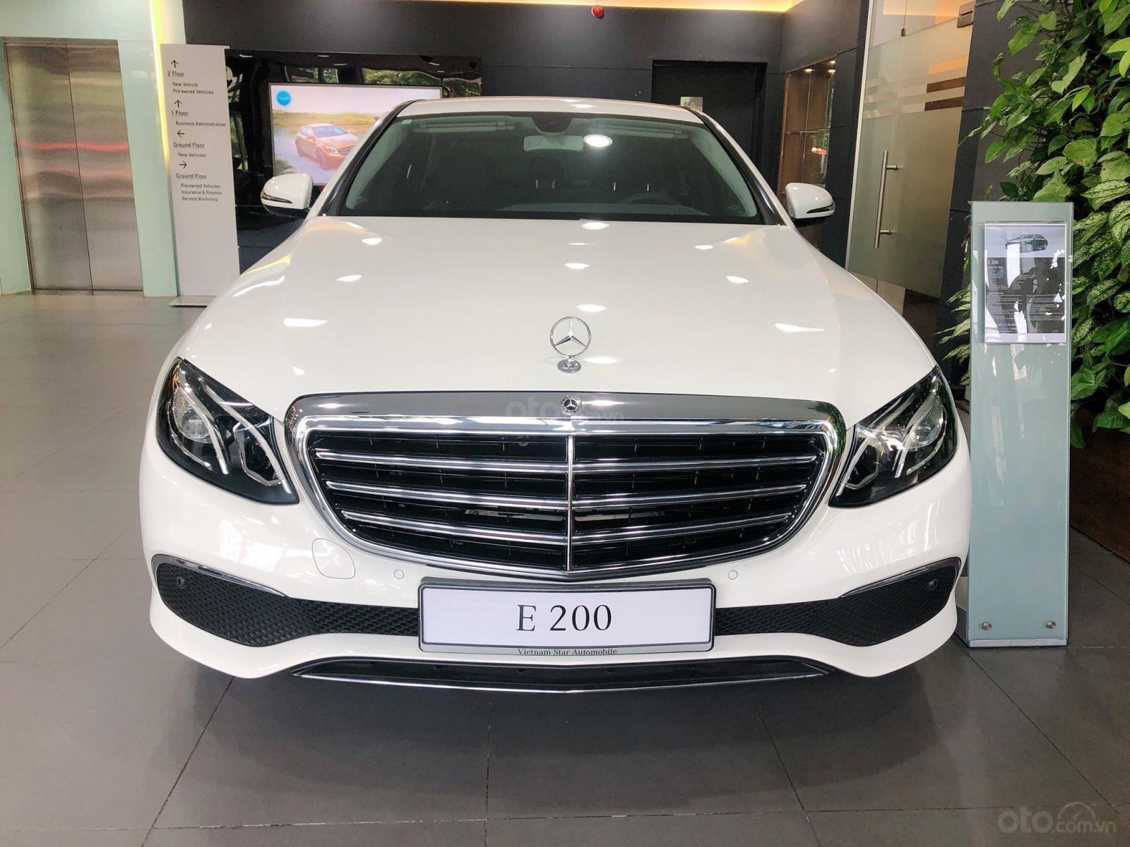 Xe Mercedes E200 2019 mới - thông số kỹ thuật, giá lăn bánh, khuyến mãi 12/2019, tặng 50% phí trước bạ (2)