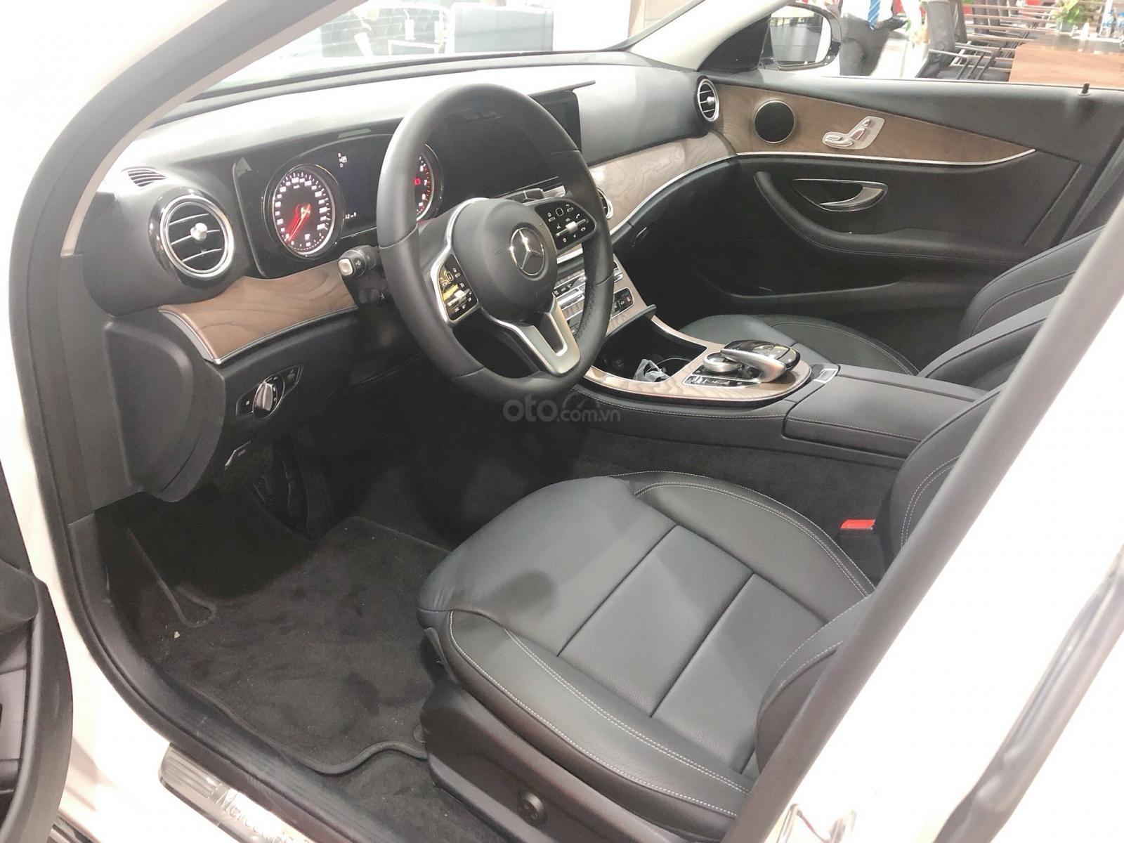 Xe Mercedes E200 2019 mới - thông số kỹ thuật, giá lăn bánh, khuyến mãi 12/2019, tặng 50% phí trước bạ (3)