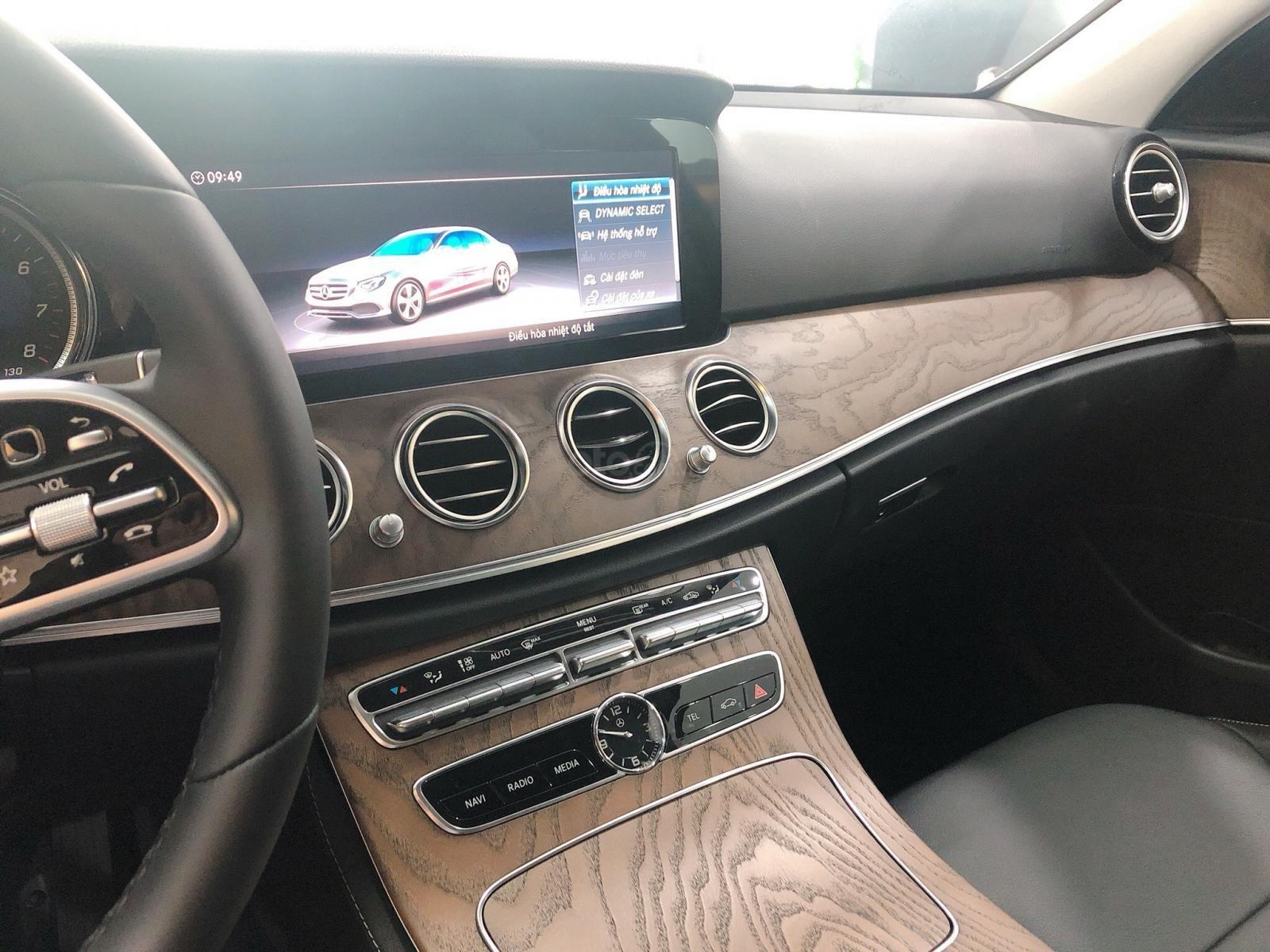 Xe Mercedes E200 2019 mới - thông số kỹ thuật, giá lăn bánh, khuyến mãi 12/2019, tặng 50% phí trước bạ (9)