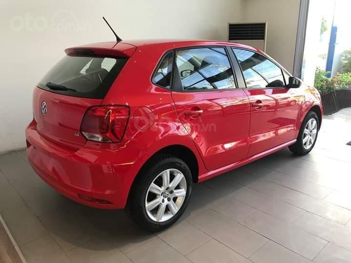 Bán Volkswagen Polo màu đỏ, nhập khẩu nguyên chiếc với nhiều ưu đãi (4)