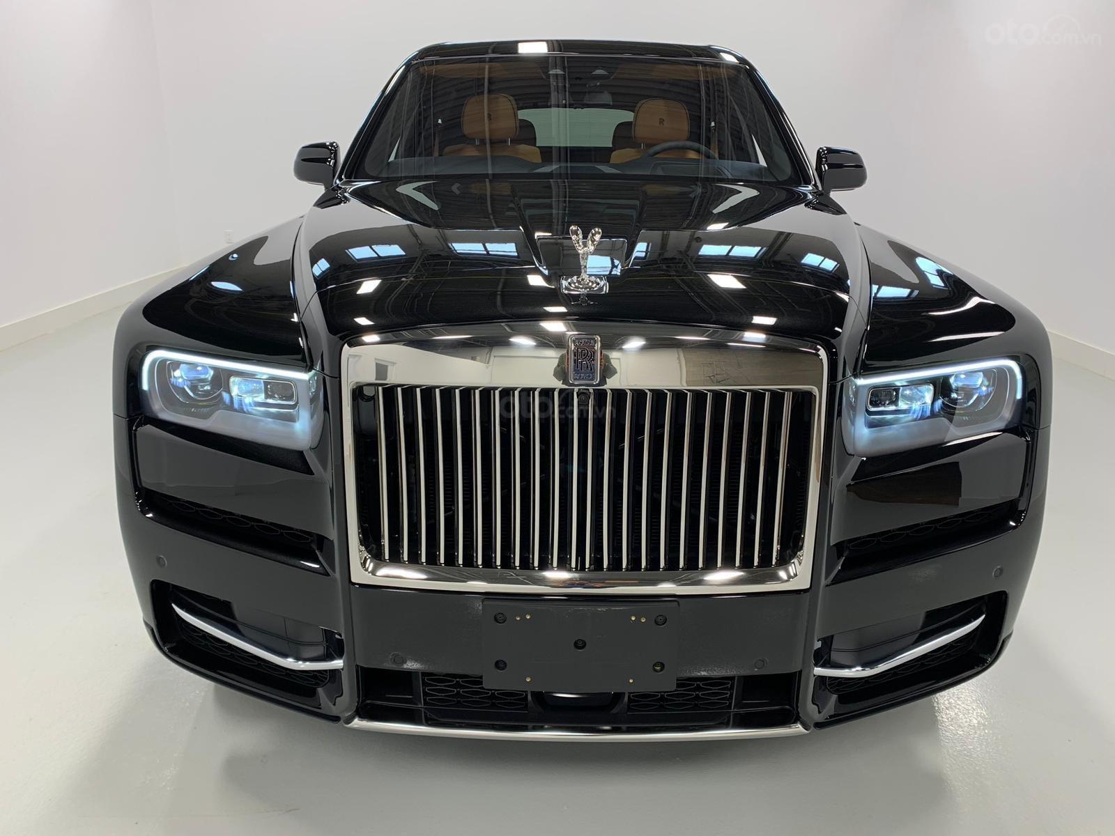 Cần bán xe Rolls-Royce Cullinan đời 2020, màu đen, nhập khẩu nguyên chiếc (4)