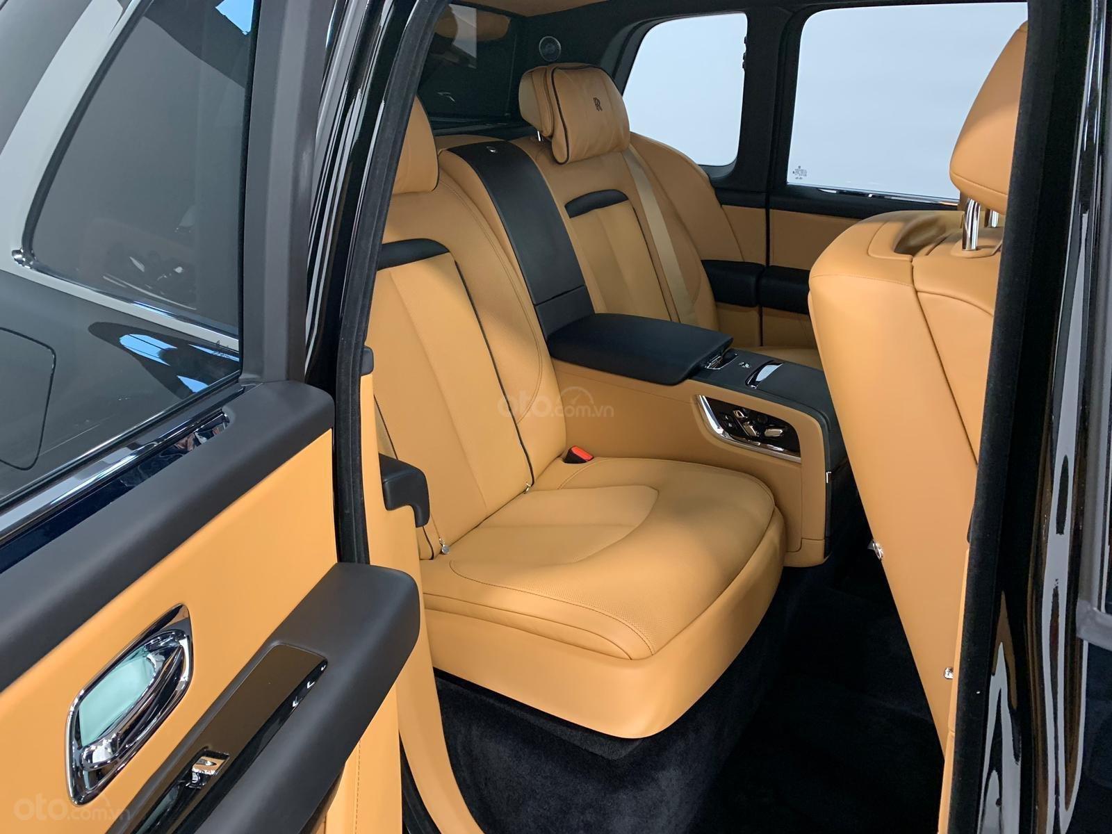 Cần bán xe Rolls-Royce Cullinan đời 2020, màu đen, nhập khẩu nguyên chiếc (6)