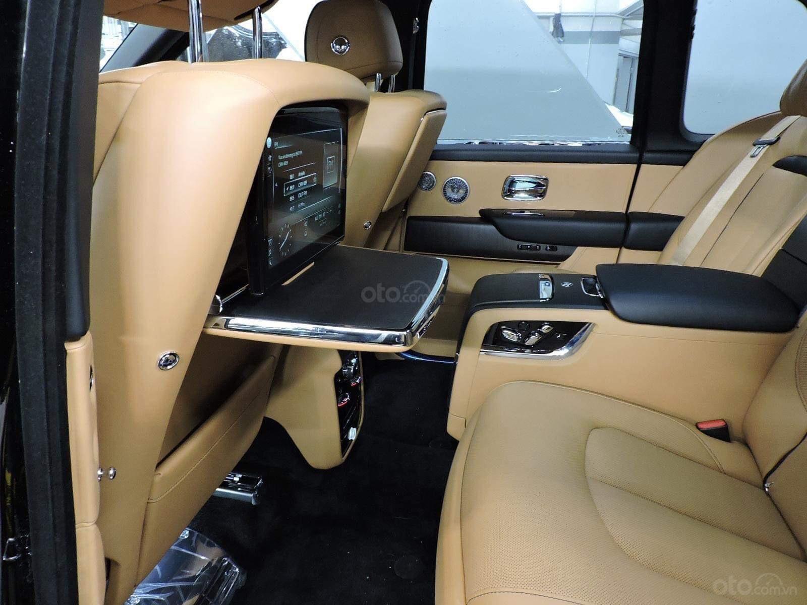 Cần bán xe Rolls-Royce Cullinan đời 2020, màu đen, nhập khẩu nguyên chiếc (9)