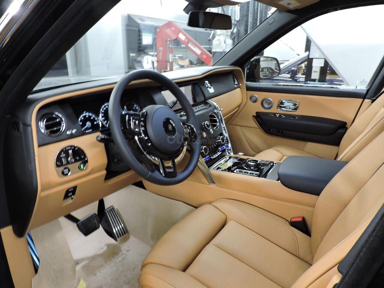Cần bán xe Rolls-Royce Cullinan đời 2020, màu đen, nhập khẩu nguyên chiếc (11)