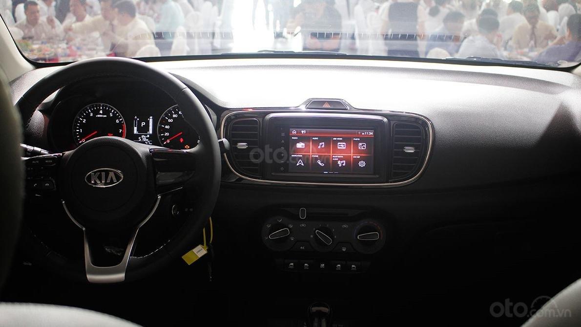 Ảnh chụp táp-lô xe Kia Soluto 2019