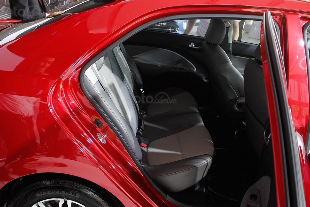 So sánh xe Kia Soluto 2019 với Honda City 2019 a24