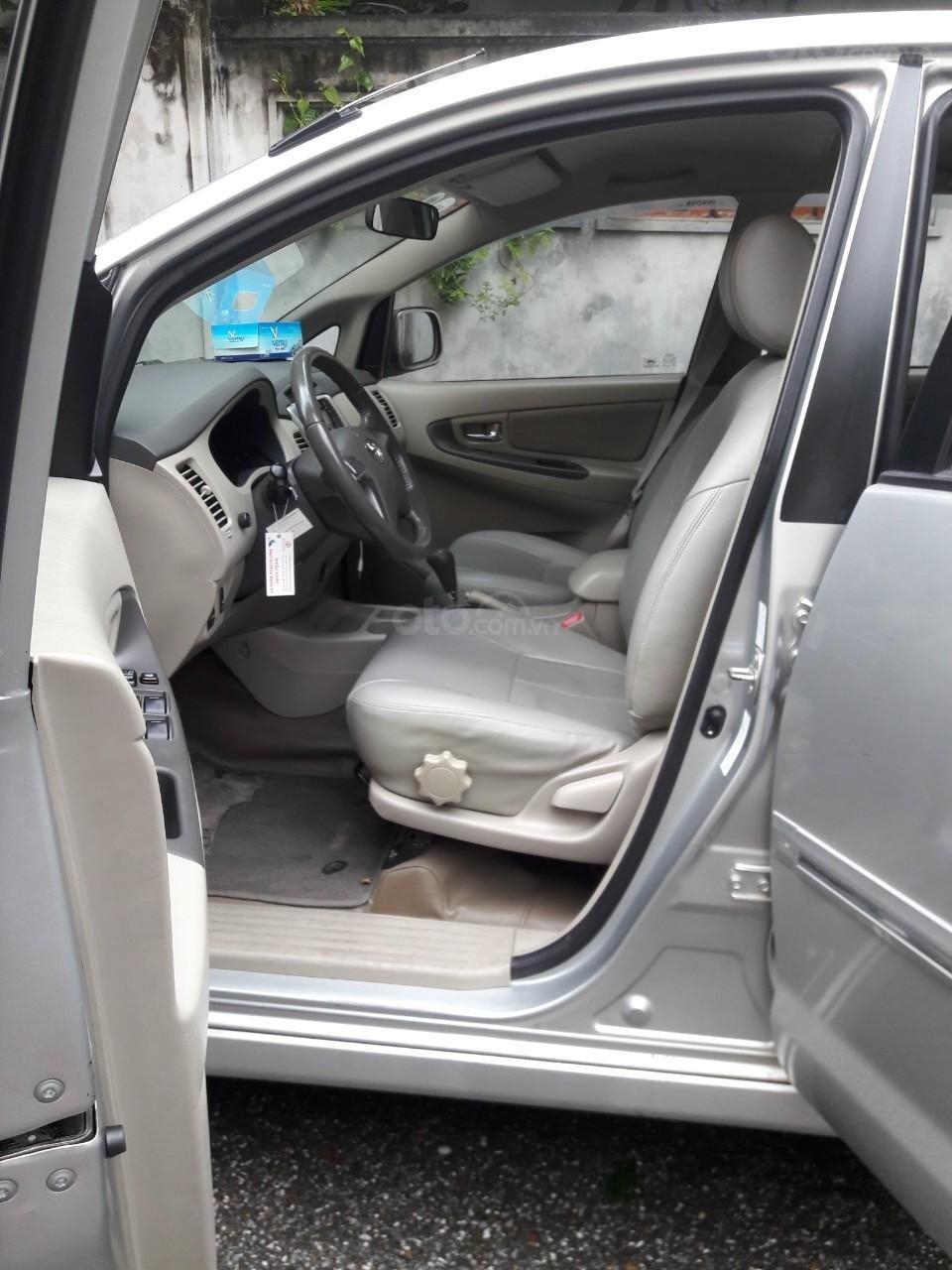 Bán Toyota Innova 2.0G 2013, màu bạc số tự động (5)