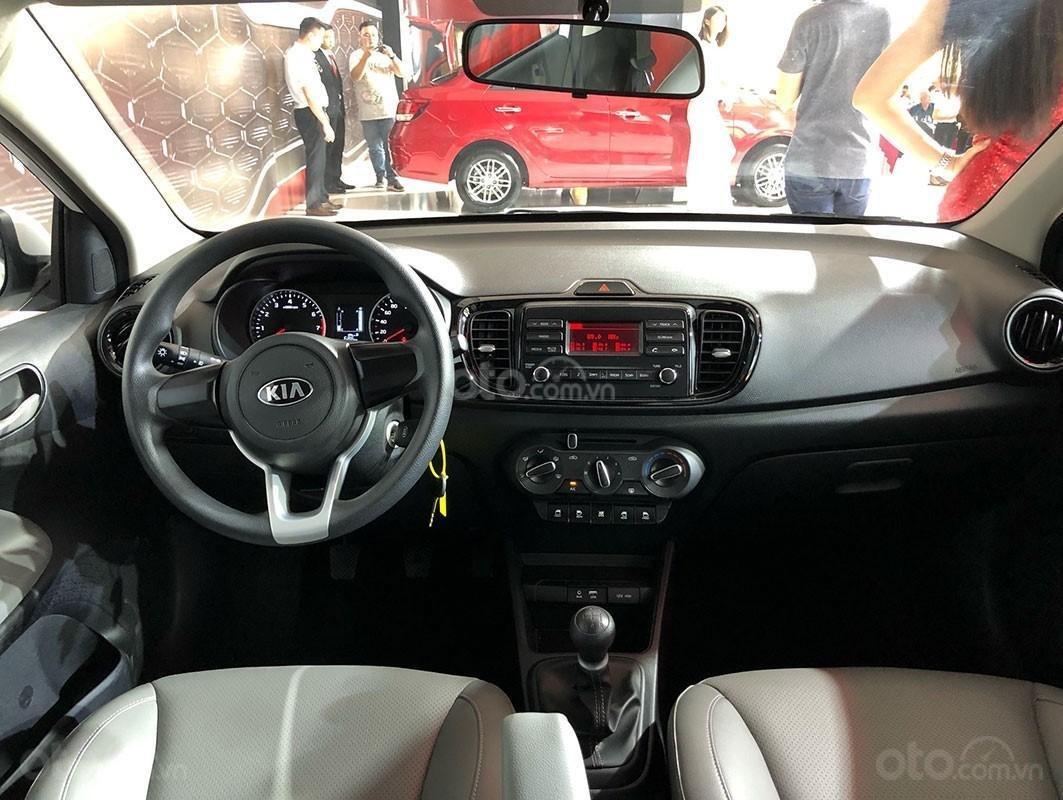 Sedan Kia Soluto 2019, tặng bảo hiểm + giảm tiền mặt + tặng bộ phụ kiện, đặt xe vui lòng LH: 090.68.15.358 (4)