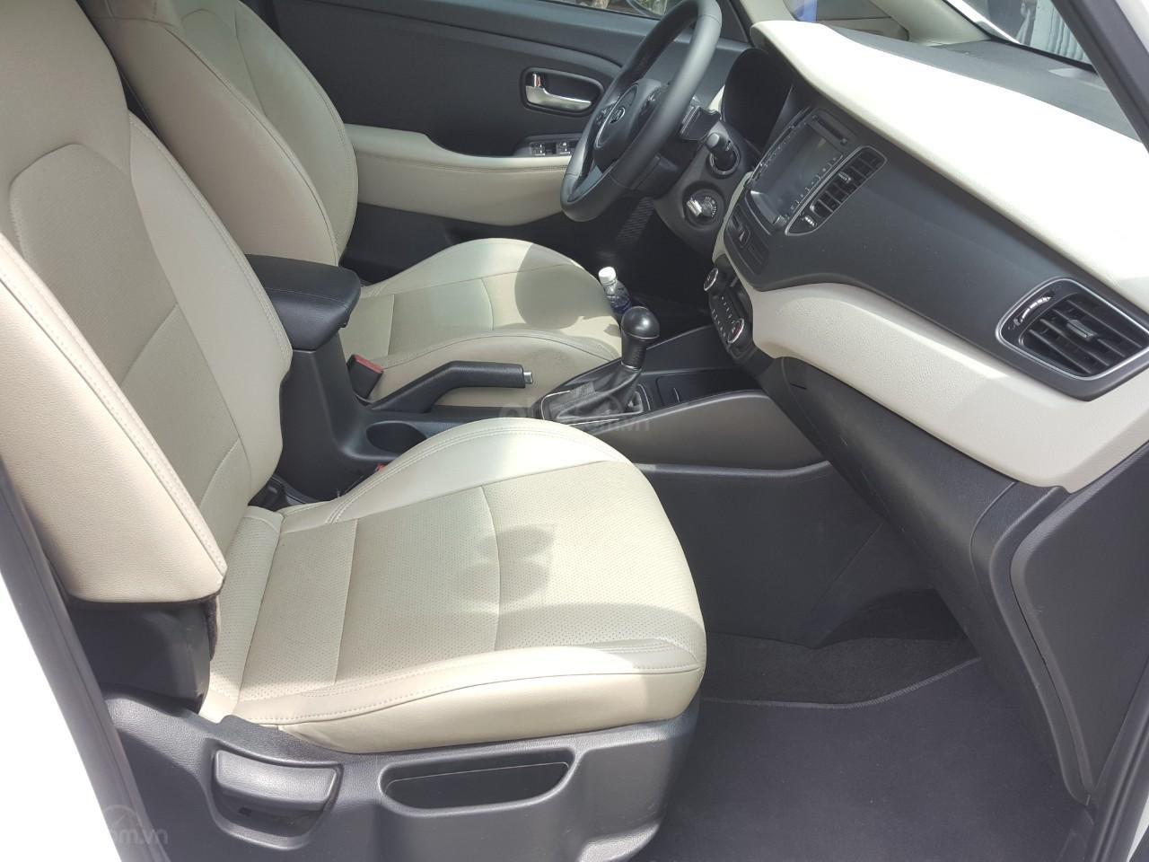 Bán Kia Rondo GAT 2.0AT màu trắng, máy xăng, số tự động, sản xuất 2018, đi 23000km (3)