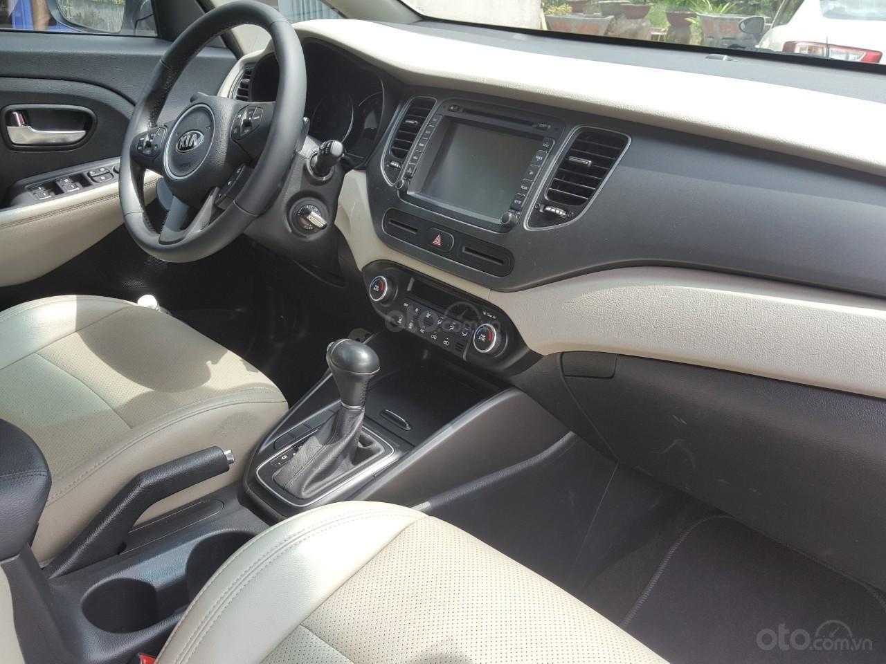 Bán Kia Rondo GAT 2.0AT màu trắng, máy xăng, số tự động, sản xuất 2018, đi 23000km (2)