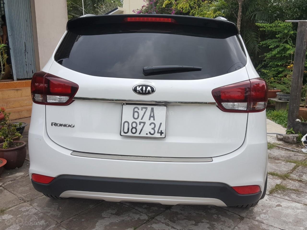 Bán Kia Rondo GAT 2.0AT màu trắng, máy xăng, số tự động, sản xuất 2018, đi 23000km (6)