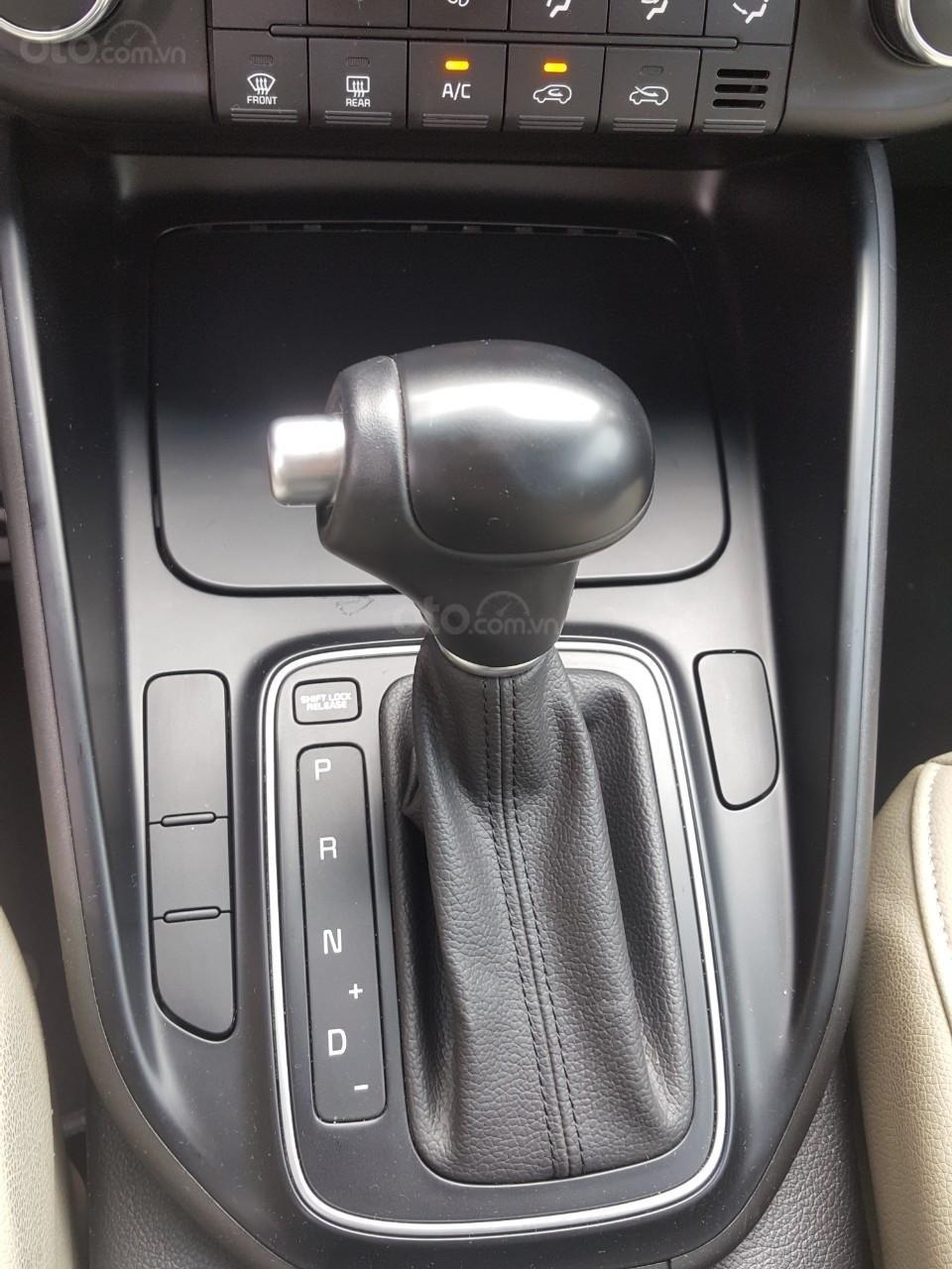 Bán Kia Rondo GAT 2.0AT màu trắng, máy xăng, số tự động, sản xuất 2018, đi 23000km (8)