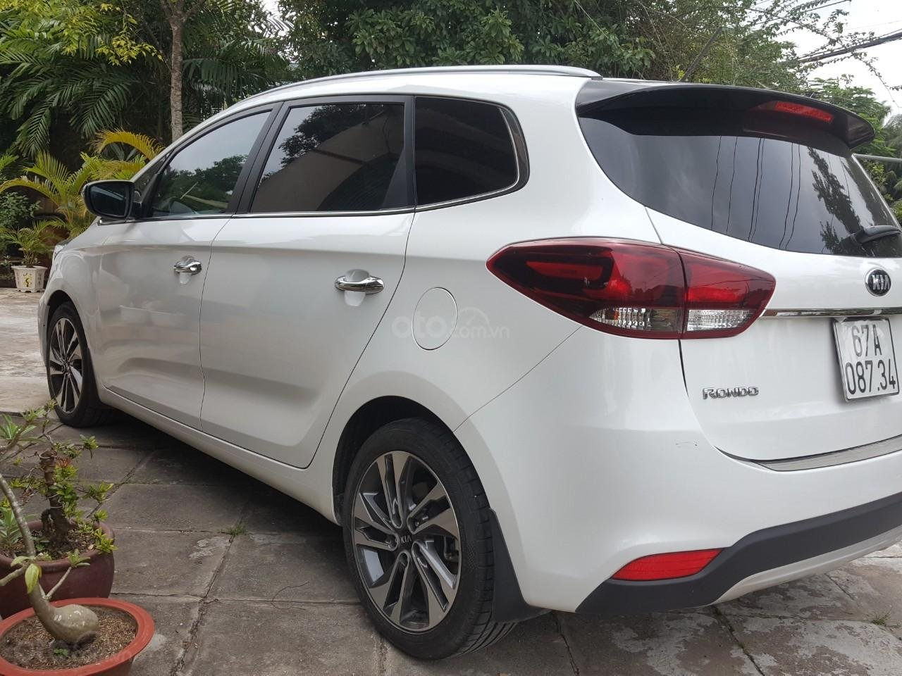 Bán Kia Rondo GAT 2.0AT màu trắng, máy xăng, số tự động, sản xuất 2018, đi 23000km (12)