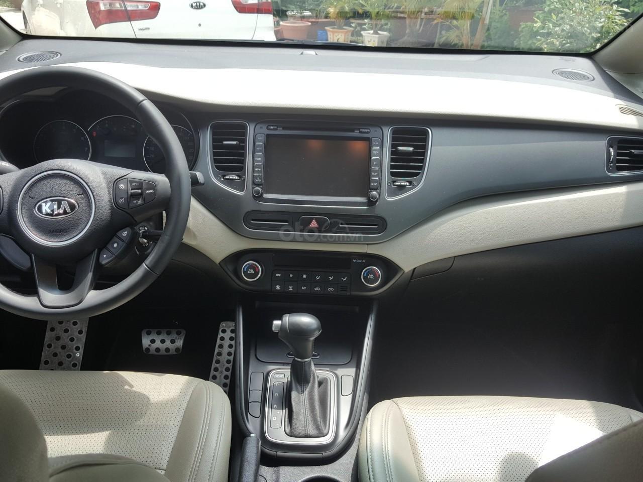 Bán Kia Rondo GAT 2.0AT màu trắng, máy xăng, số tự động, sản xuất 2018, đi 23000km (11)