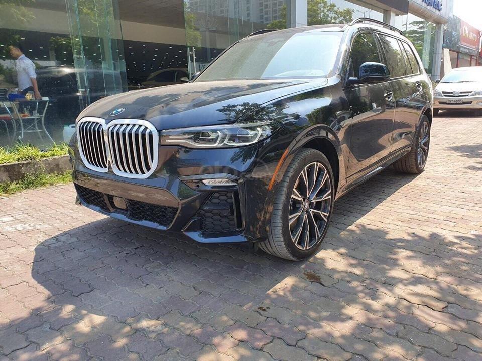 Bán BMW X7 xDriver 40i M-Sport đen model 2020 new 100% - xe sẵn giao ngay (2)