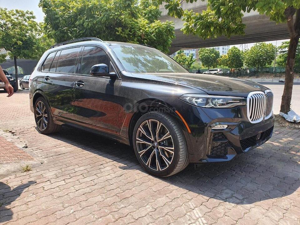 Bán BMW X7 xDriver 40i M-Sport đen model 2020 new 100% - xe sẵn giao ngay (1)