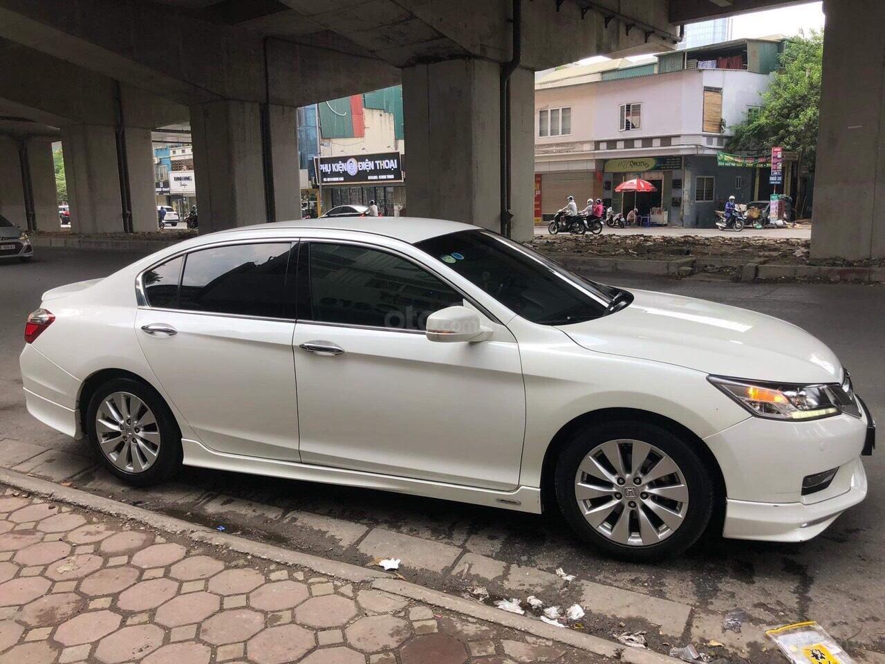 Honda Accord 2.4AT trắng sản xuất 2014 nhập khẩu Thái Lan, biển Hà Nội (2)