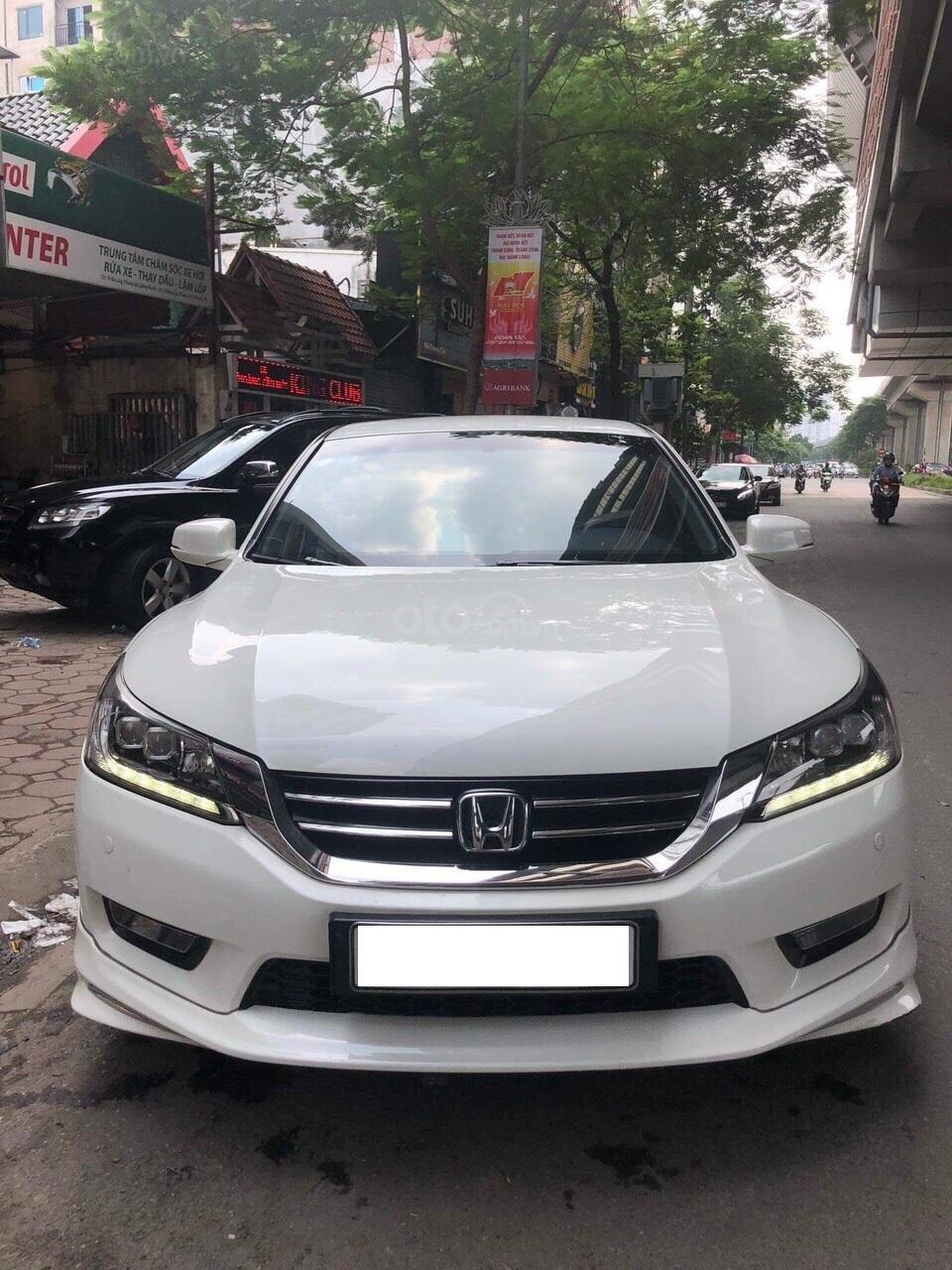 Honda Accord 2.4AT trắng sản xuất 2014 nhập khẩu Thái Lan, biển Hà Nội (1)