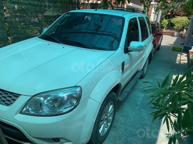 Cần bán Ford Escape XLT năm 2011, màu trắng, chính chủ (1)