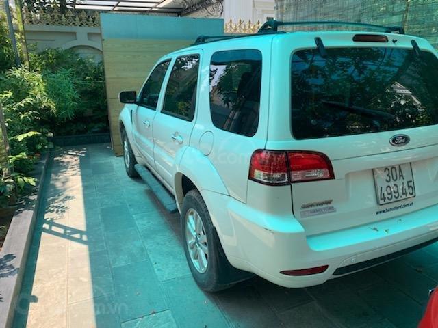 Cần bán Ford Escape XLT năm 2011, màu trắng, chính chủ (8)