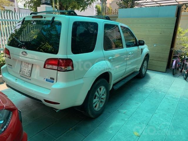 Cần bán Ford Escape XLT năm 2011, màu trắng, chính chủ (7)