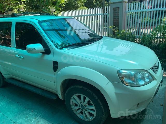 Cần bán Ford Escape XLT năm 2011, màu trắng, chính chủ (6)