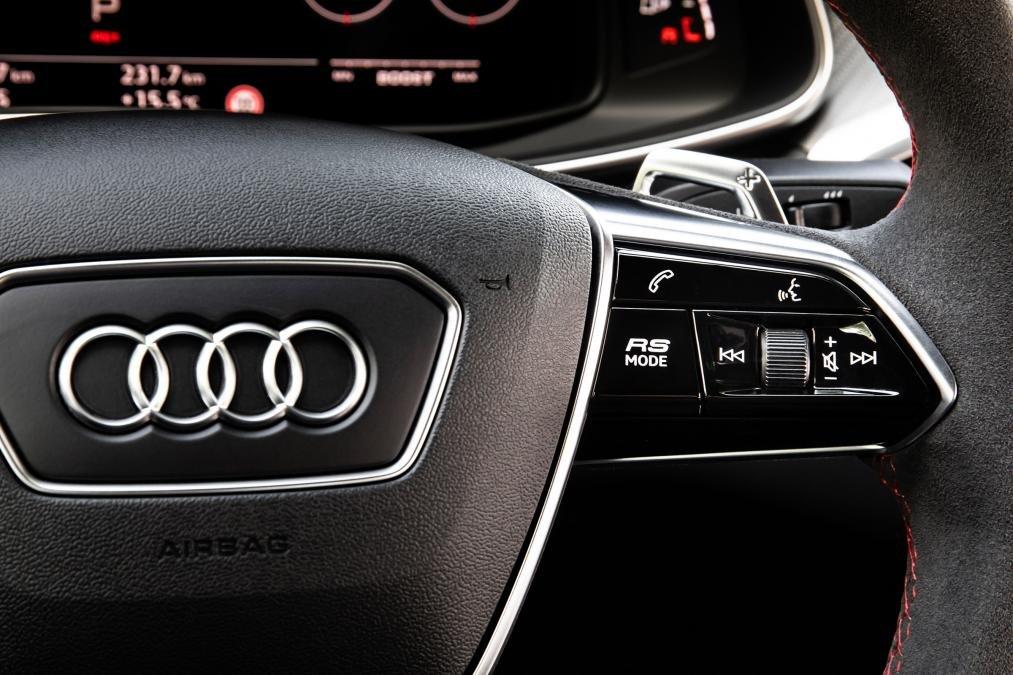 Audi RS7 2020 - cận cảnh vô-lăng