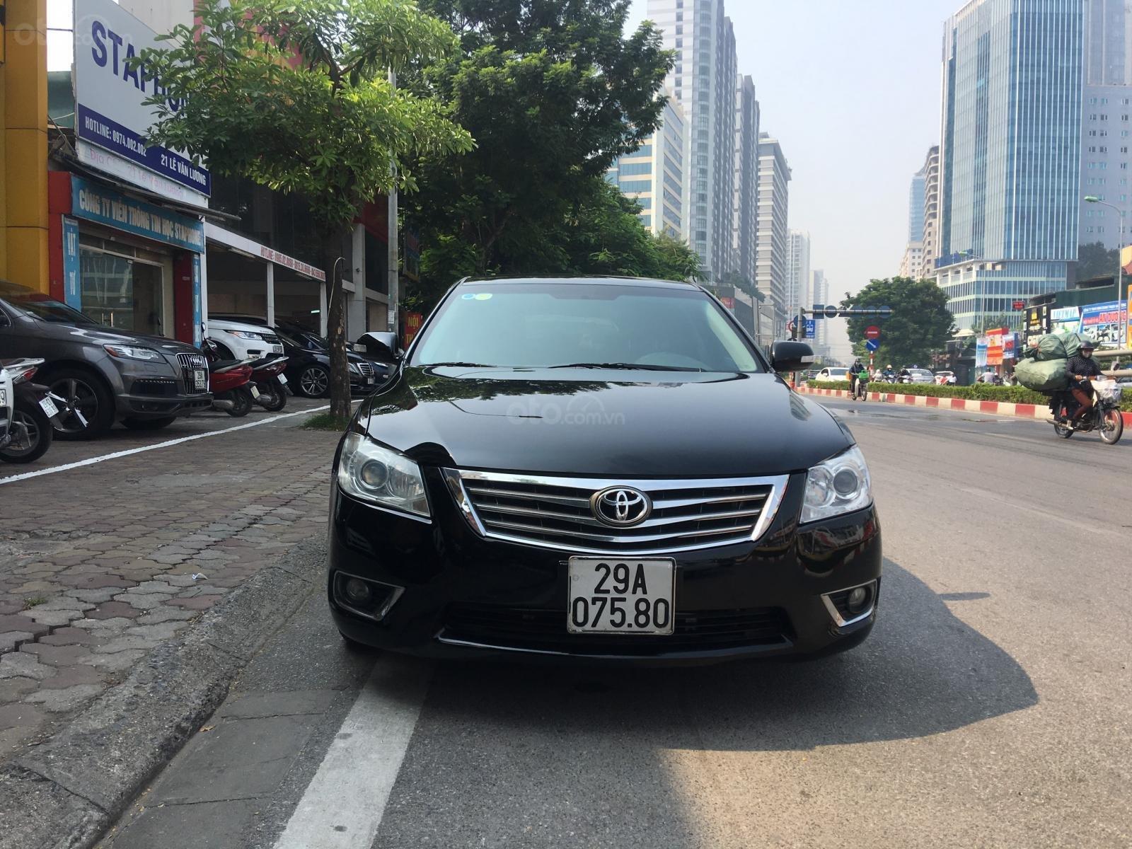 Cần bán xe Toyota Camry 2.0E sản xuất năm 2010, màu đen, xe nhập (1)